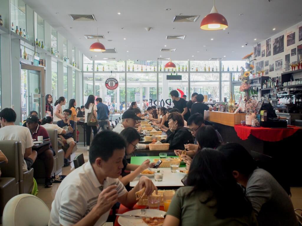 Full house at restaurant